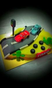 Торт гоночные машины