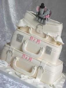 торт с чемоданами свадебный